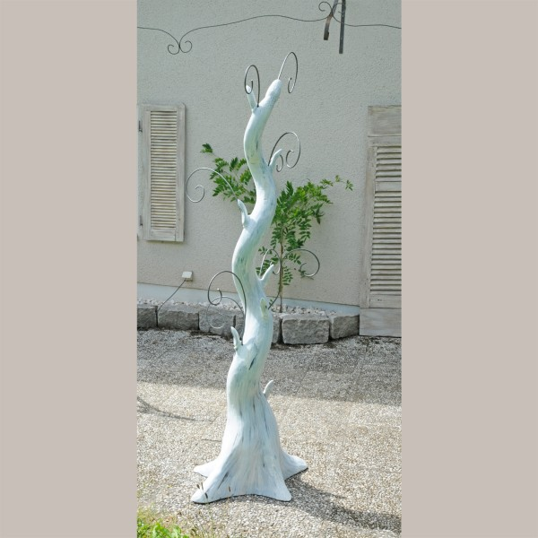Mittenraumpräsenter Schlangenbaum